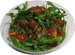 Салат из помидор чери с рукколой и оливковым маслом
